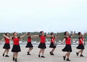 小洋人广场舞